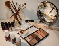 Schoonheidsmiddelen voor vrouw worden geplaatst die Het concept van de schoonheid stock afbeelding