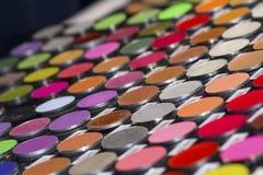 Schoonheidsmiddelenwinkel met grote verscheidenheid van producten stock afbeeldingen