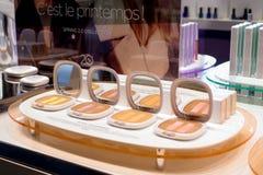 Schoonheidsmiddelenwinkel met grote verscheidenheid van producten van merk Kiko Milano Stock Foto's