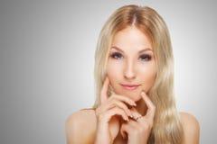 Schoonheidsmodel met Perfecte Verse Huid en Lange Wimpers Naakte samenstelling Kuuroord en wellness Maak omhoog en Haar zwepen stock foto's