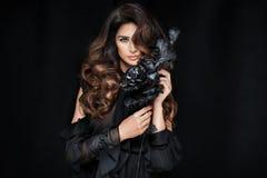 Schoonheidsportret van aantrekkelijke elegante vrouw Stock Foto's