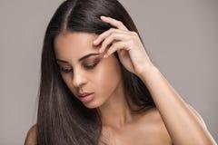 Schoonheidsportret van Afrikaans glamourmeisje royalty-vrije stock afbeelding
