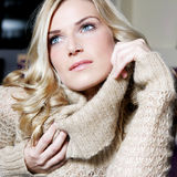 Schoonheidsportret van een schitterende blonde vrouw Royalty-vrije Stock Foto's