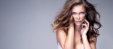 Schoonheidsportret van sensuele vrouw Royalty-vrije Stock Foto's