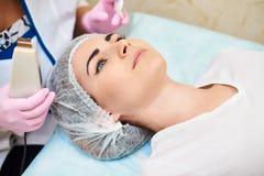Schoonheidssalon, acnebehandeling, huidzorg, gezichtsschoonheid stock foto's