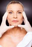 De huidcontrole van de schoonheidsspecialist Stock Fotografie