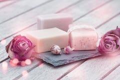 Schoonheidsverzorging met natuurlijke zeep stock foto