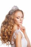 Schoonheidsvrouw met huwelijkskapsel en make-up Royalty-vrije Stock Afbeeldingen