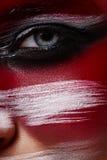 Schoonheidsvrouw met kunstmake-up op glanzende Huid stock fotografie