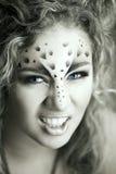 Schoonheidsvrouw met make-up in de stijl van de sneeuwluipaard Maniermake-up m Royalty-vrije Stock Afbeeldingen
