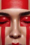 Schoonheidsvrouw met rode Vormen op Gezicht stock afbeeldingen