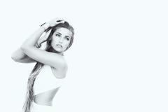 Schoonheidsvrouw met schoonheids lang bruin haar. in Zwart & Wit Royalty-vrije Stock Afbeelding