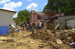Schoonmaakbeurt na de overstroming van Varna Bulgarije 19 Juni Royalty-vrije Stock Foto's