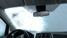 Schoonmakend Autowindscherm van Sneeuw Binnen mening stock video