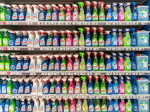 Schoonmakende Detergentia op Supermarkttribune Royalty-vrije Stock Foto