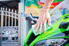 Schoonmakende motorfiets Stock Foto