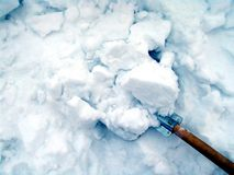 Schoonmakende sneeuw royalty-vrije stock afbeeldingen