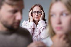 Schoonmoeder en huwelijksprobleem Stock Afbeeldingen