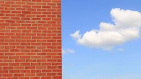 Schoorsteen en blauwe hemel stock footage