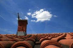 Schoorsteen en dak Stock Fotografie