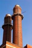 Schoorsteen-steel tegen blauwe hemel Royalty-vrije Stock Foto's