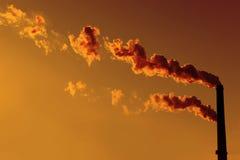 Schoorstenen bij Zonsondergang Royalty-vrije Stock Afbeeldingen