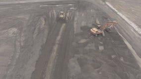 Schoot de panorama luchtmening UHD 4K, open kuilmijn, ras het sorteren, mijnsteenkool, mijnbouw stock videobeelden