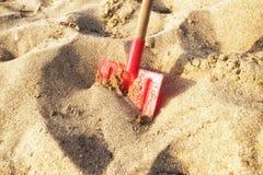 Schop die in het zand wordt geplaatst Royalty-vrije Stock Afbeelding