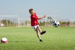 Schoppende voetbalbal stock fotografie