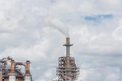 Schornstein an der Erdölraffinerie in Pasadena, Texas, USA lizenzfreie stockfotografie