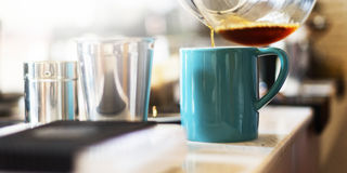 Schort Barista die Coffee Cafe Cup Latte-Concept gieten royalty-vrije stock foto's