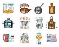Schort en steelpan, ongezuurd broodje en houten raad met kap Bakkend of vuil keukengerei, kokend materiaal embleemembleem of royalty-vrije illustratie