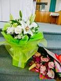 Schot van Bloem & kaars voor een begrafenis wordt gebruikt die royalty-vrije stock foto