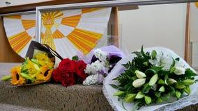 Schot van Bloem & kaars voor een begrafenis wordt gebruikt die royalty-vrije stock foto's