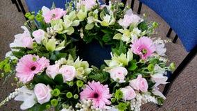 Schot van Bloem & kaars voor een begrafenis wordt gebruikt die royalty-vrije stock afbeeldingen