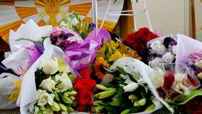 Schot van Bloem & kaars voor een begrafenis wordt gebruikt die royalty-vrije stock fotografie
