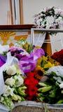 Schot van Bloem & kaars voor een begrafenis wordt gebruikt die stock fotografie