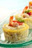 Schotel de los macarrones con el camarón Foto de archivo libre de regalías