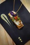 Schotel heilige-Jacques in een restaurant stock afbeeldingen