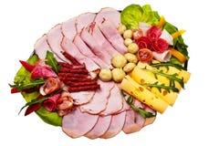 Schotel met gesneden gerookte ham. Stock Foto