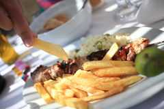 Schotel met kippenkebab Stock Foto's