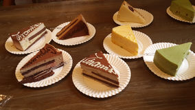 Schotels van verschillende heerlijke cakes Royalty-vrije Stock Foto's