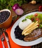 Schotelstafmedewerker: Picanha, branden, rijst en bonen. royalty-vrije stock fotografie