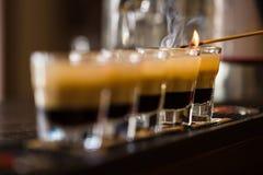 Schoten met rum en alcoholische drank in cocktailclub royalty-vrije stock afbeeldingen