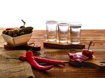 Schoten van wodka stock afbeeldingen