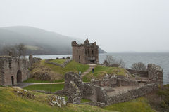 Schots kasteel op een mistige dag Stock Foto