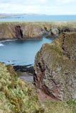 Schotse kustlijnen, Oud Hall Bay dichtbij Stonehaven, Aberdeenshire royalty-vrije stock foto's