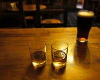 Schotse schoten met bier stock foto