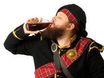 Schotse strijder het drinken wijn Royalty-vrije Stock Afbeelding