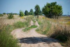 Schotterweg auf dem Gebiet Stockbild